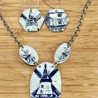 Set- Vintage Tin Necklace Blue Dutch Windmill